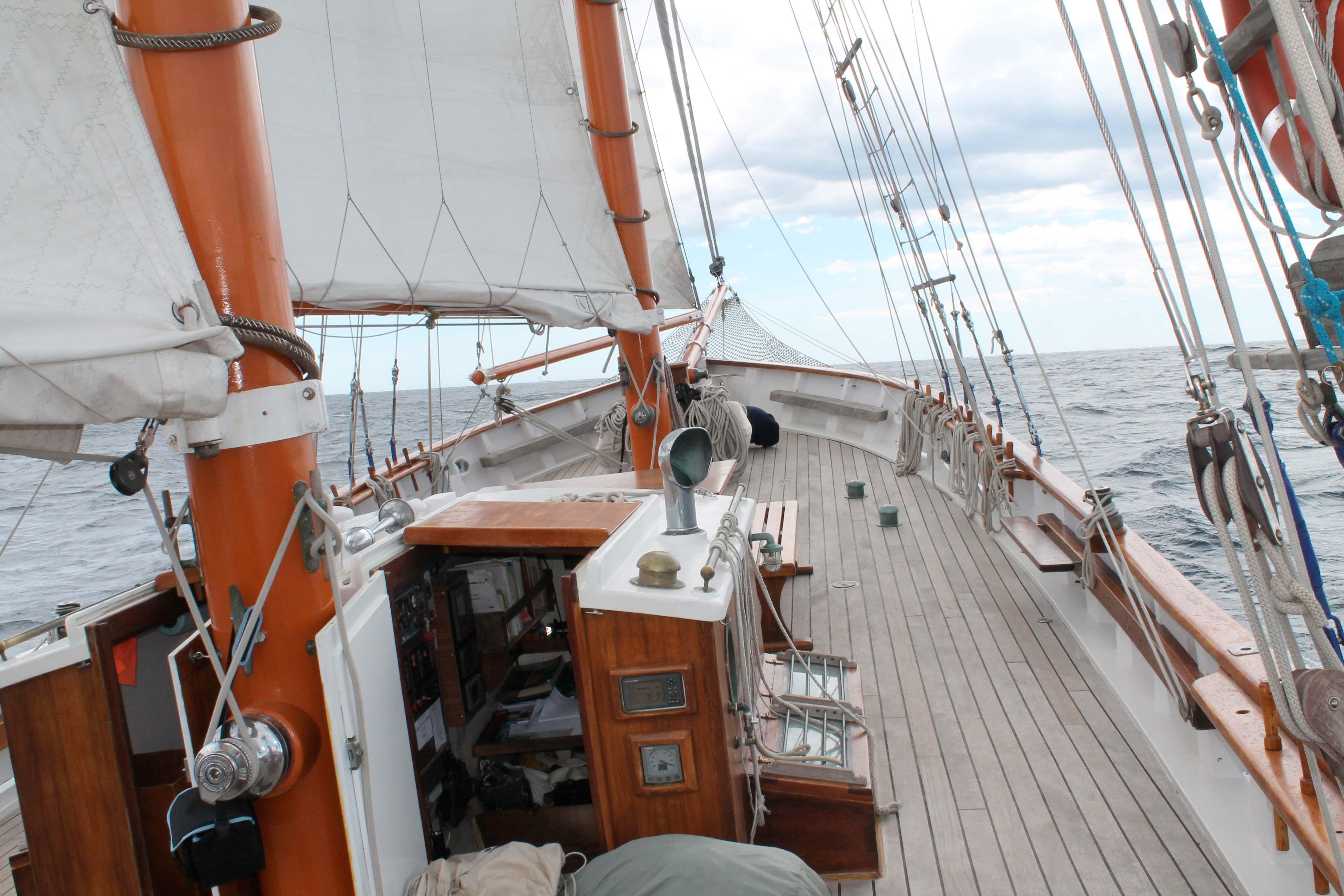 Wine and saiboat, deck