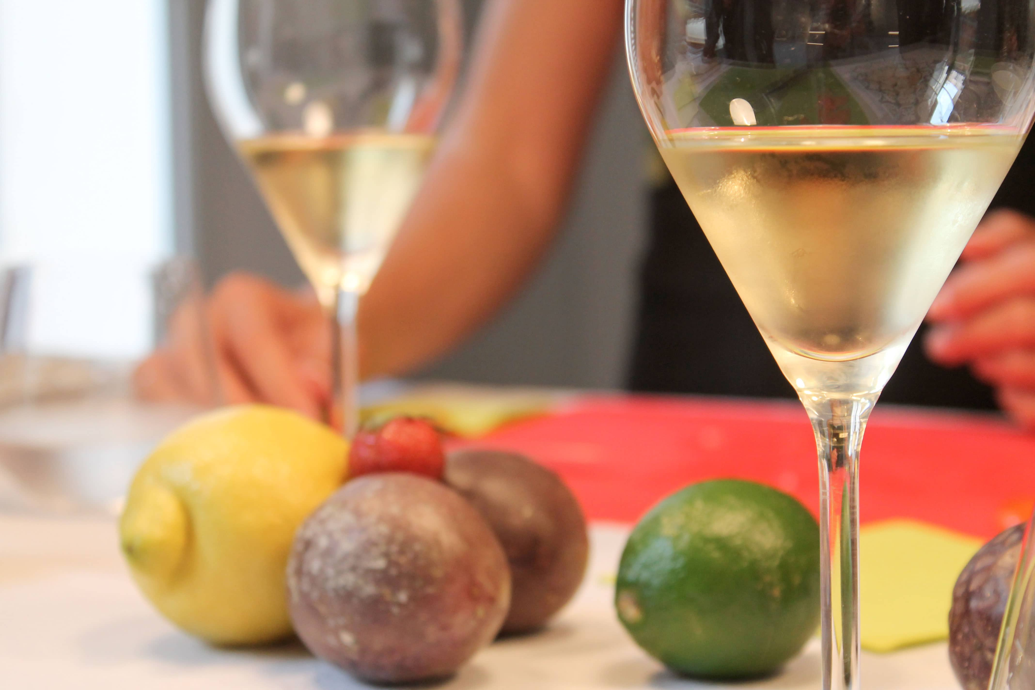 Wine and cooking class, white wine anf fruits