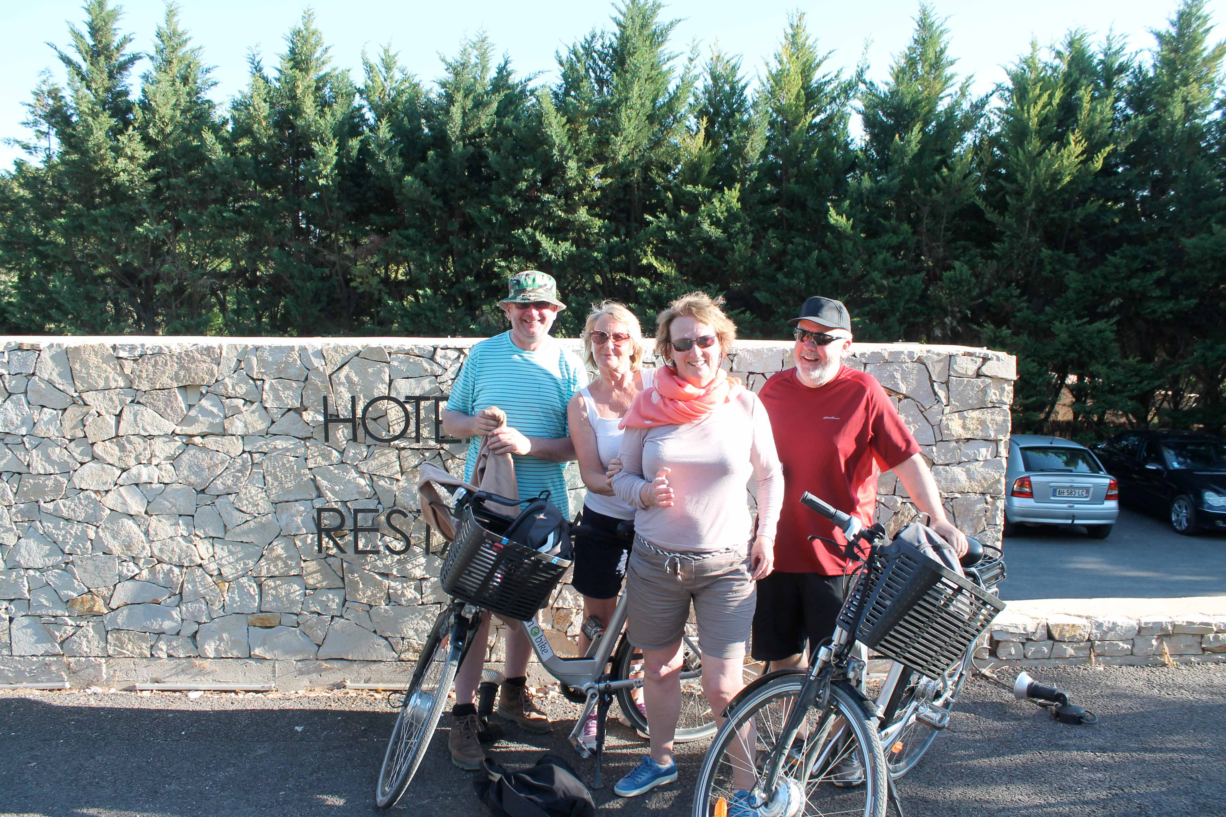 Wine and bike excursion, stop at a restaurant