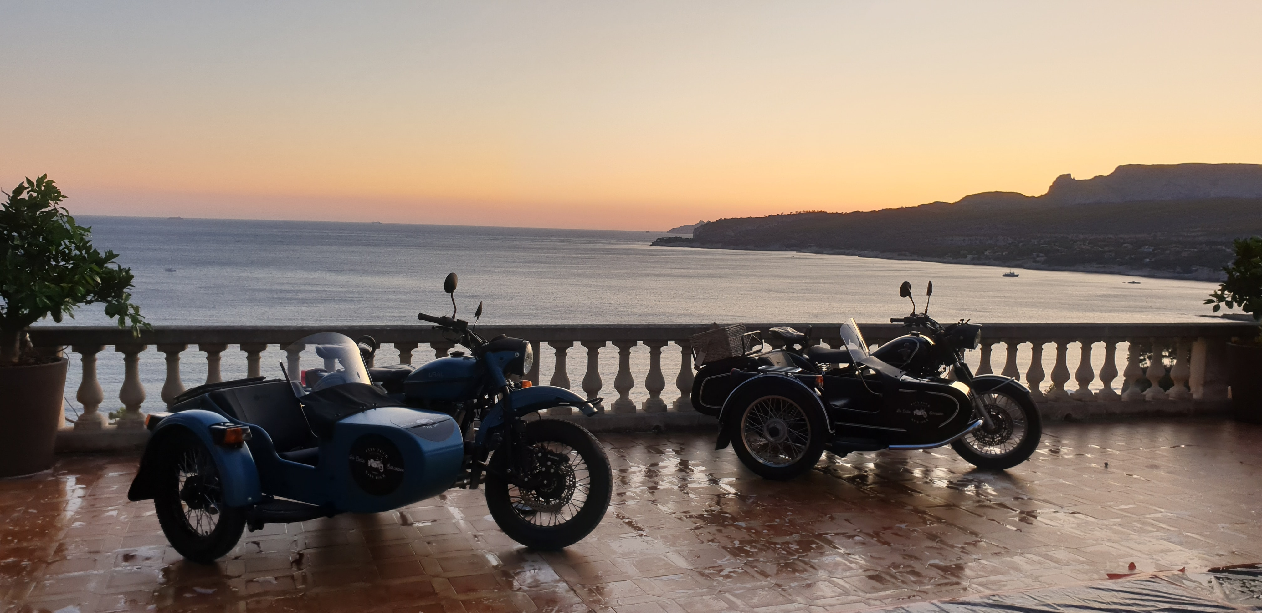 Provence wine tour, two sidecars on a terrasse, sea vew Cassis