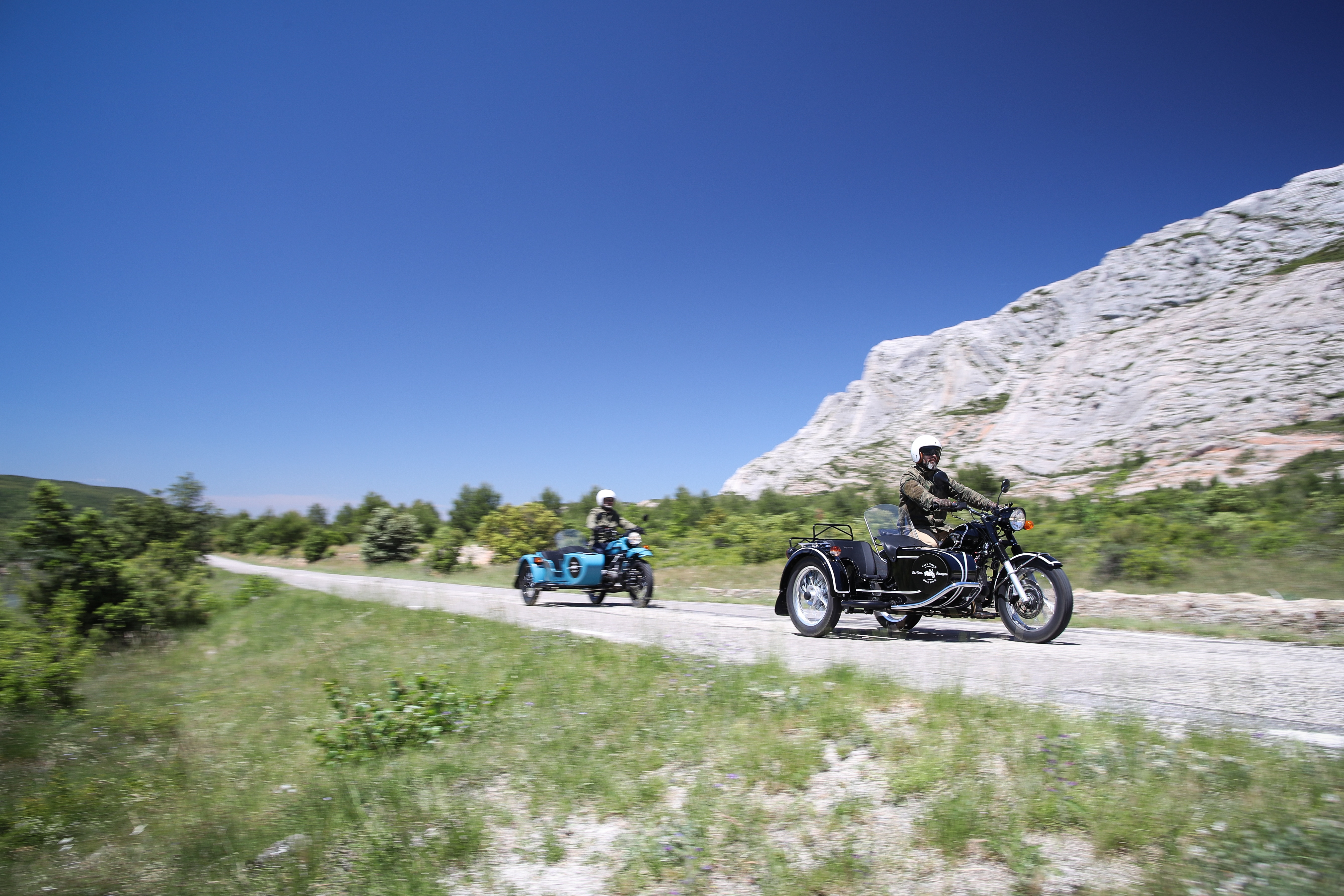 Provence wine tour, Sainte Victoire Mountain and two sidecars