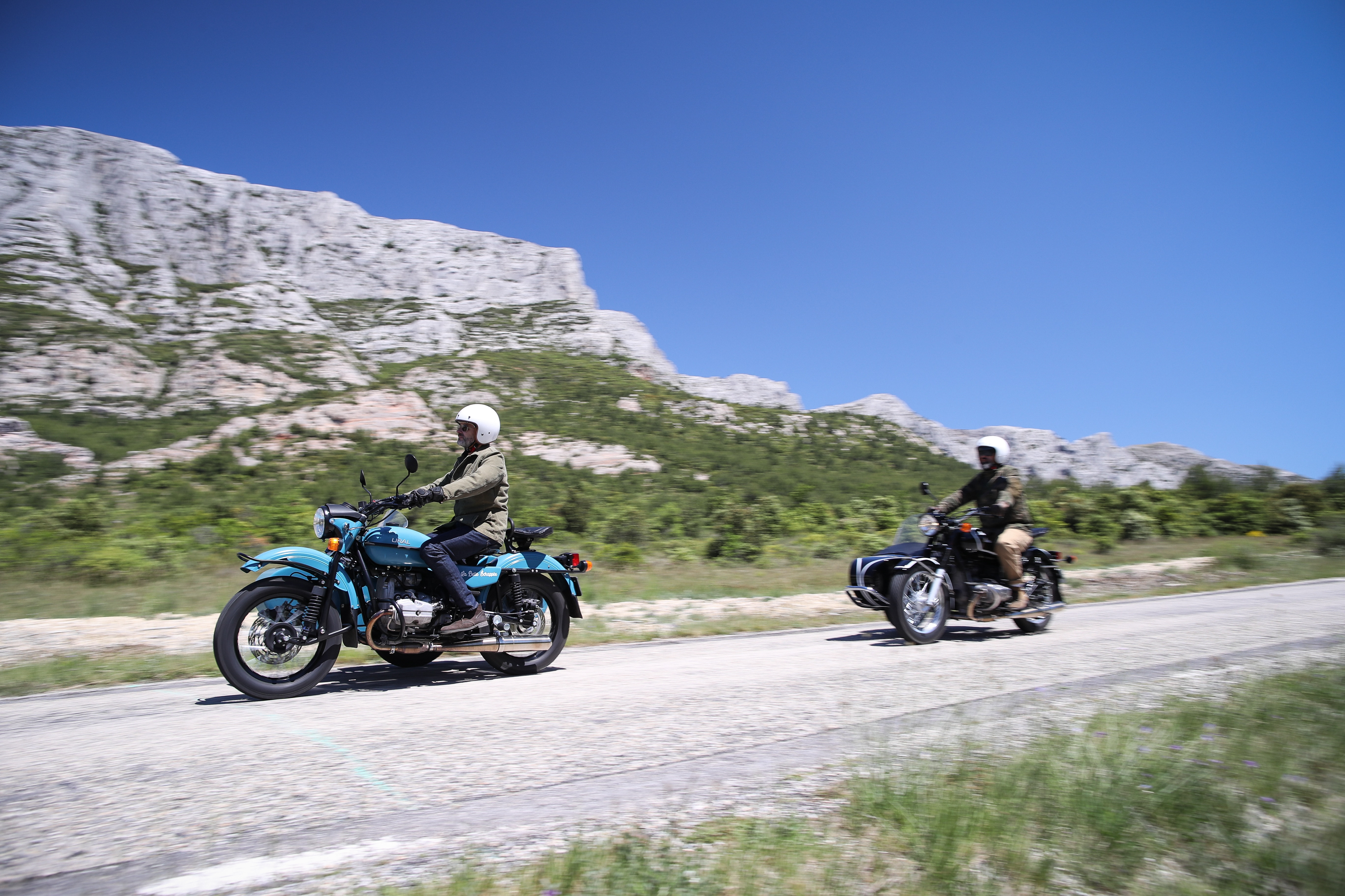 Provence wine tour, two sidecars along Sainte Victoire